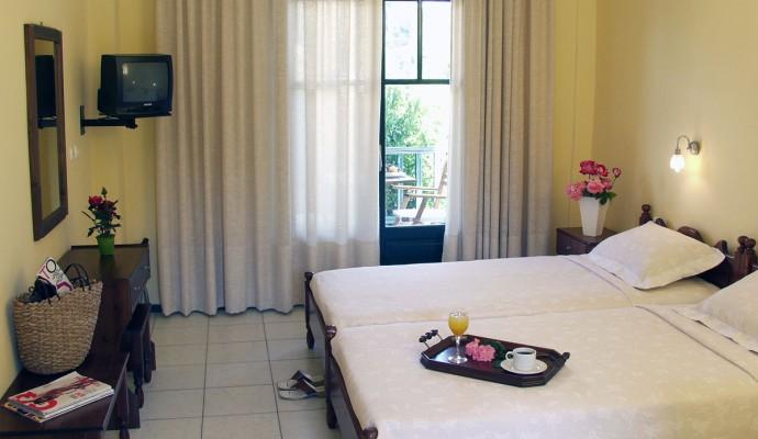Giannikos Hotel trible room